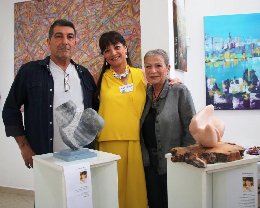 בתיה גזית (מימין), רונית טסלר, רמי אזאם(משמאל), צילום שוקי כהן