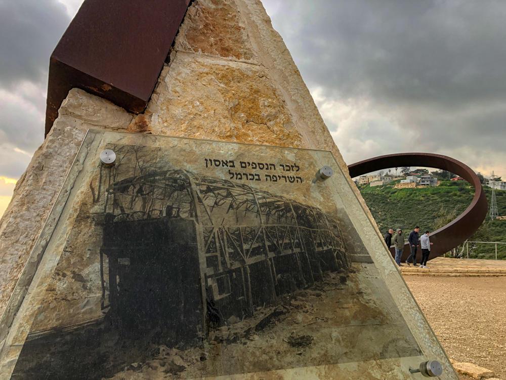 האנדרטה לזכר הנספים באסון השרפה בכרמל (צילום: ירון כרמי)