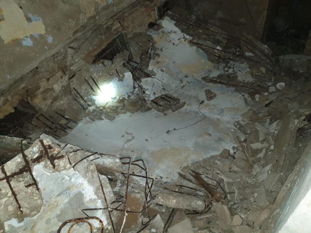 התקרה של בית חמאווי על רצפת המבנה - צילום מלמעלה (צילום: לוחמי האש)