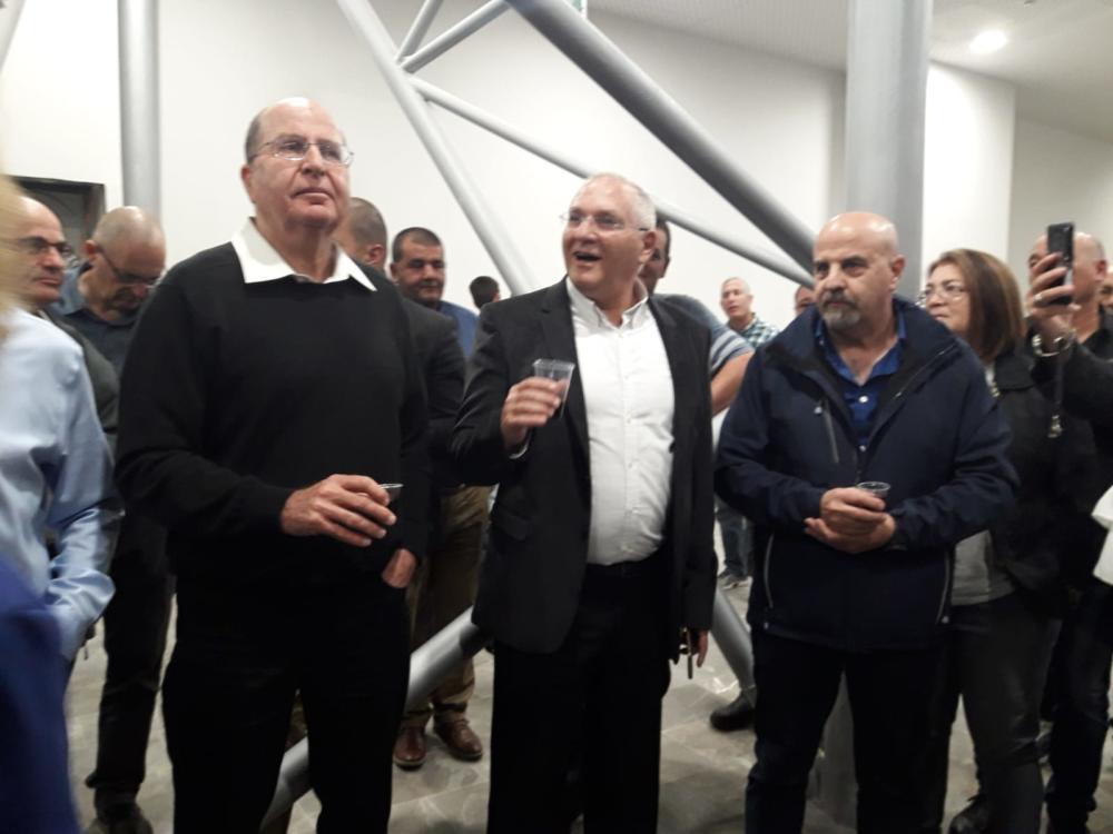 הירוקים של חיפה חוגגים עם בכירי כחול לבן את סיום הקמפיין לכנסת (צילום: ירון חנן)
