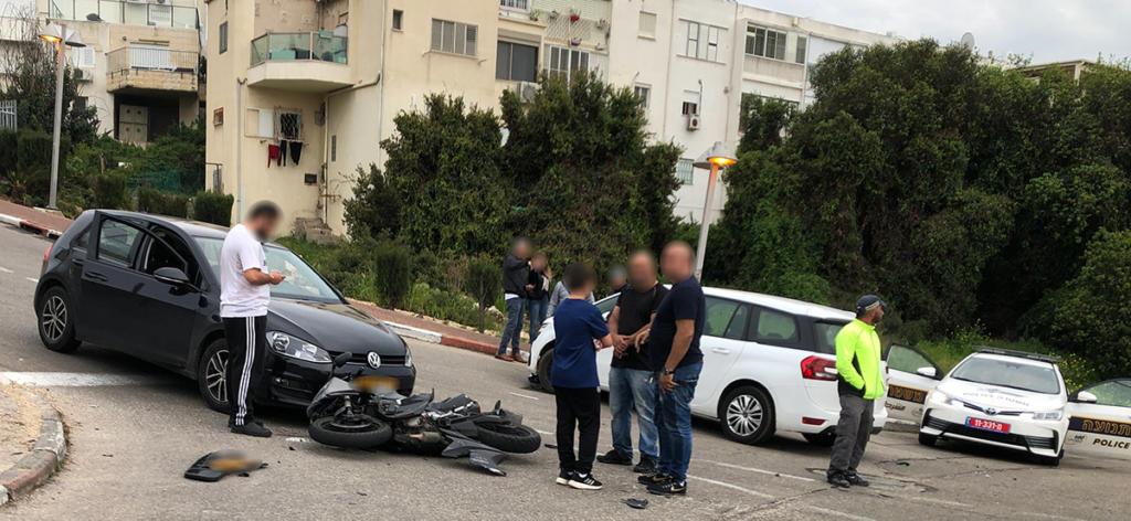 רוכב אופנוע צעיר נפגע בתאונה עם רכב פרטי בדרך צרפת , בכניסה לליאו באק  (צילום: ירון כרמי)