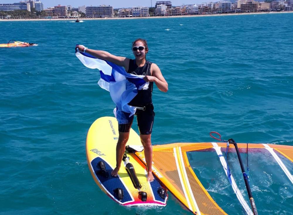 נעמה גזית מחיפה היא אלופת אירופה בשייט בגלשני RSX האולימפיים לנוער 2019 (צילום: מאמן הנבחרת)