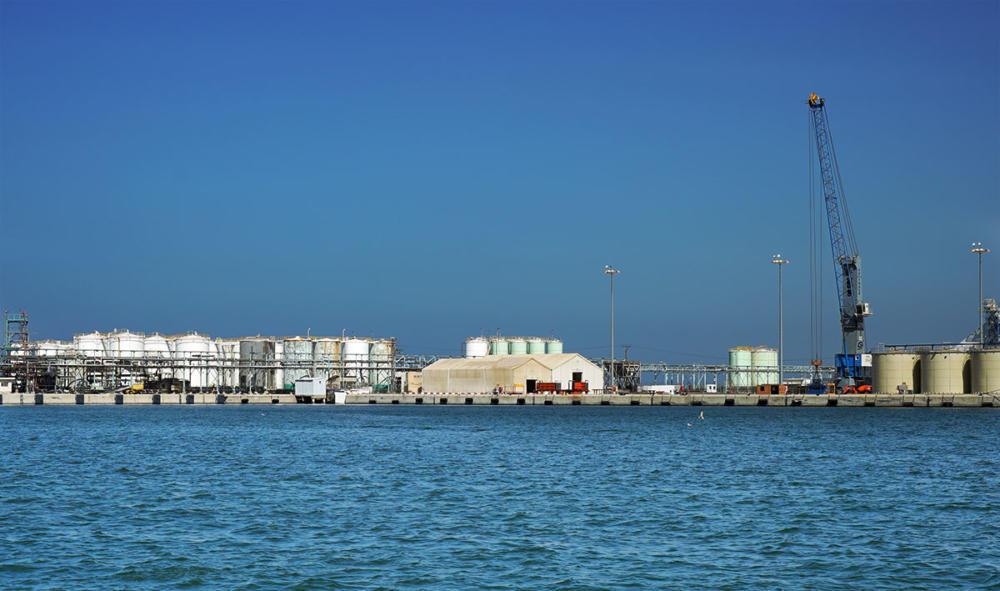 מסוף הכימיקלים בנמל חיפה - חומרים מסוכנים בלב אוכלוסיה אזרחית (צילום: ירון כרמי)