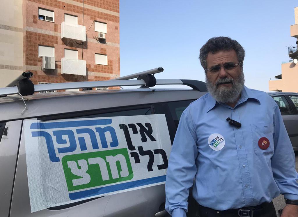 הרב דובי חיון בשטח ביום הבחירות (צילום: מרצ)