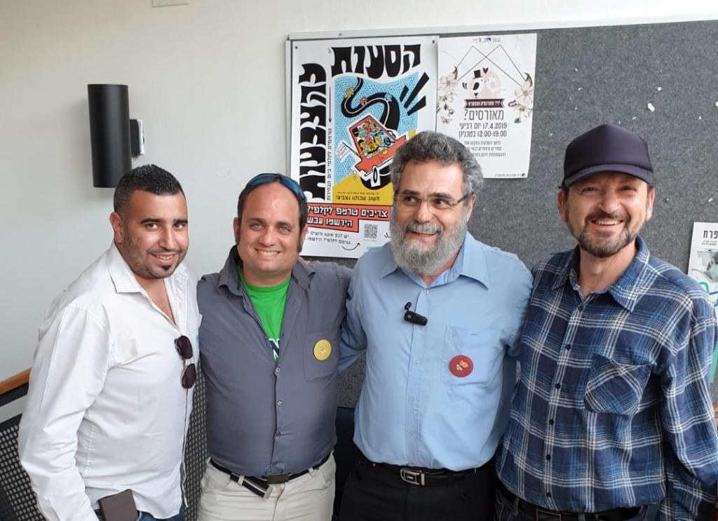 הרב דובי חיון עם פעילי מרצ חיפה ביום הבחירות (צילום: מרצ)