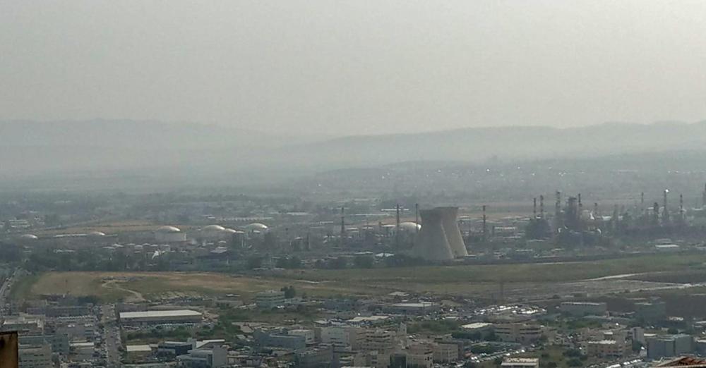 זיהום אוויר במפרץ חיפה - בוקר 29/4/2019 (צילום: חי פה)