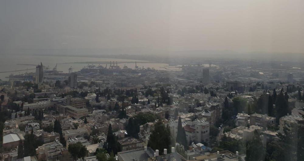 זיהום אוויר במפרץ חיפה - בוקר 29/4/2019 (צילום: קרן צור)