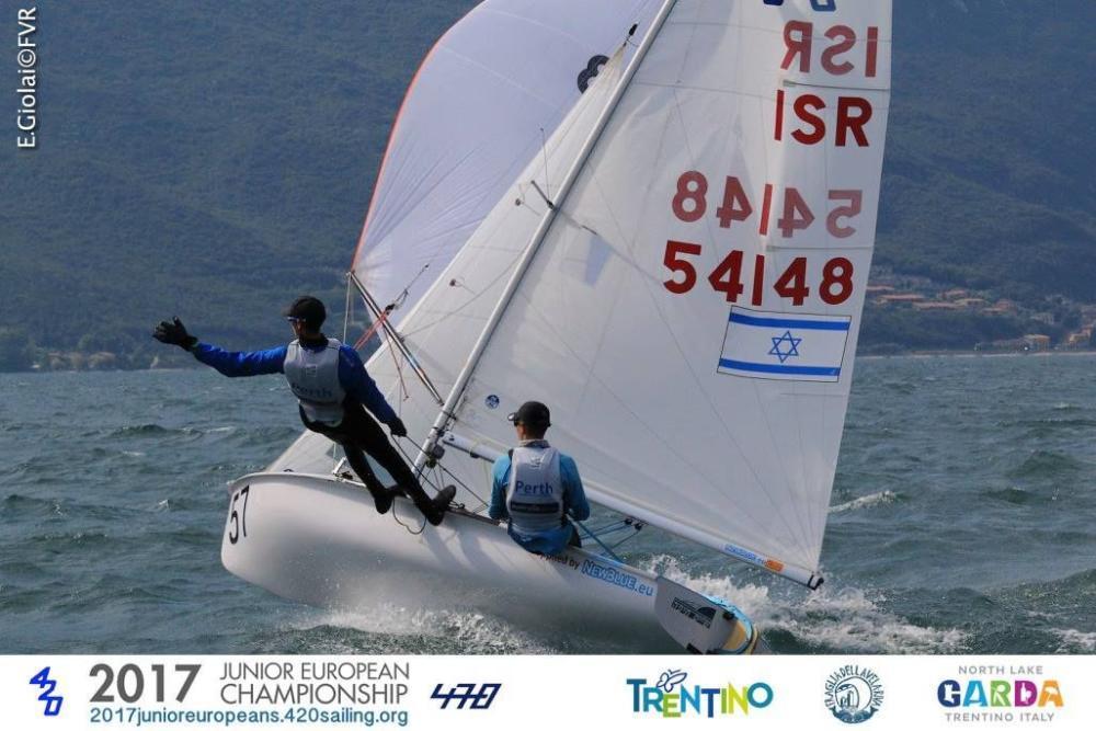 תומר הנדל ואביב רוזן מחיפה בתחרות שייט באגם גארדה - איטליה