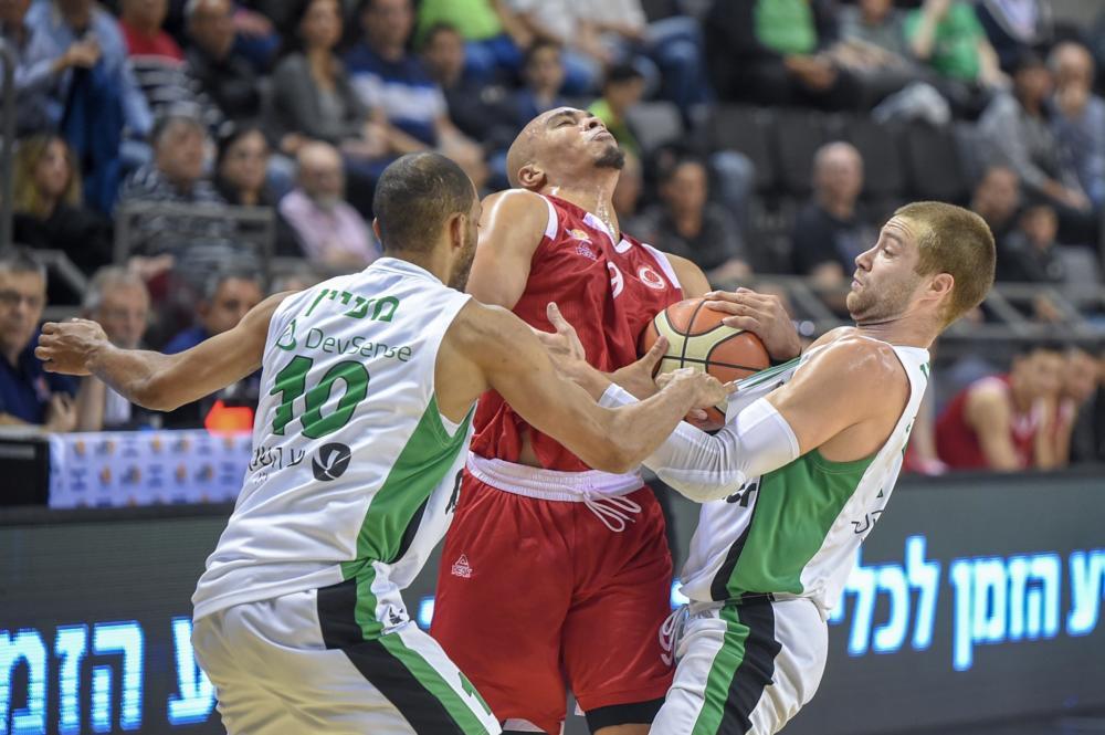לחימה קבוצתית, מכבי  האנטר חיפה בחצי הגמר (צילום: מועדון הכדורסל מכבי חיפה האתר הרשמי)