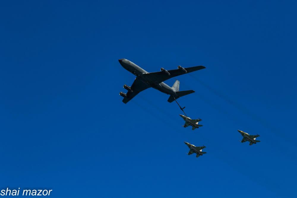 תדלוק מטוסי קרב באוויר - מטס חיל אויר חיפה: צילום שי מזור