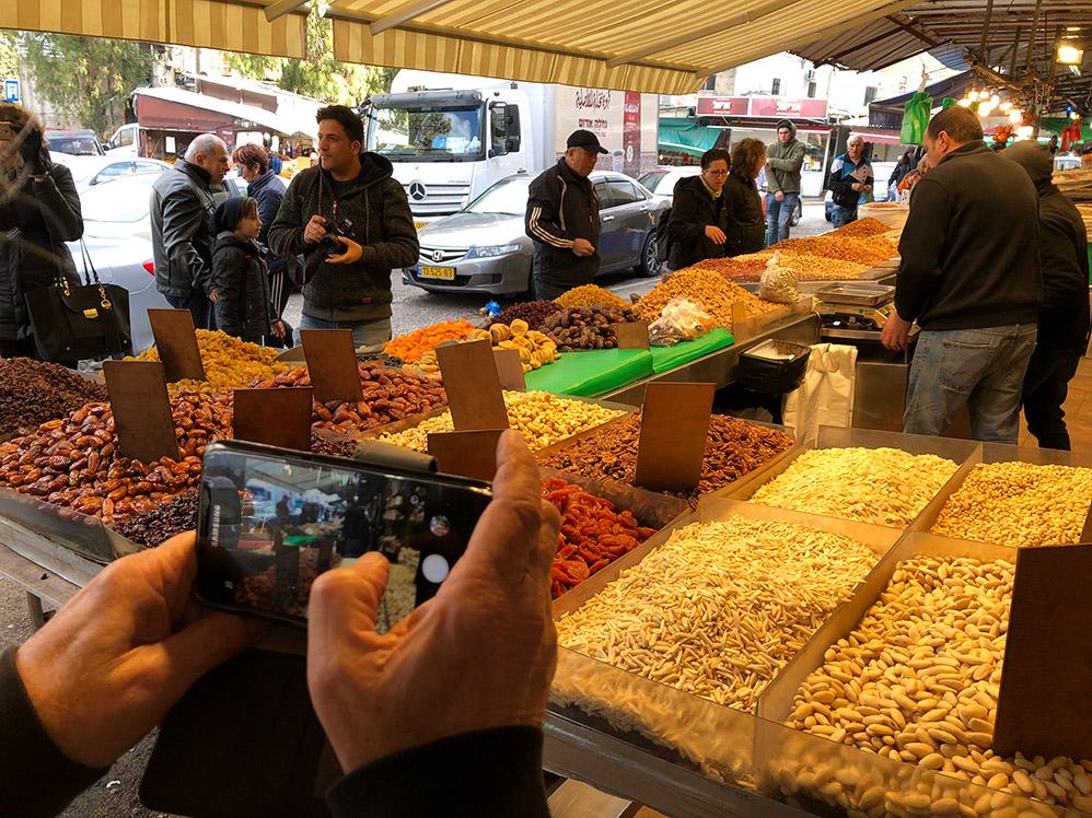 דוכן פיצוחים בשוק תלפיות (צילום: ירון כרמי)
