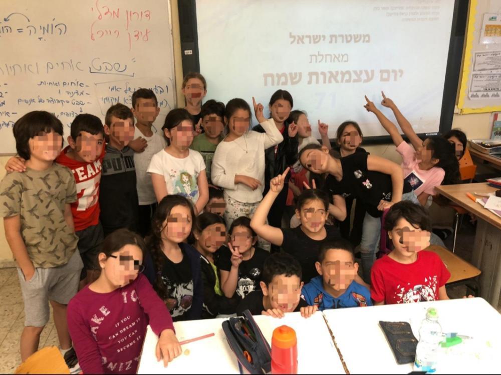בבית הספר רבין בעיר נשר למדו על פעילות המשטרה וצפו בקליפ המרגש ״שבט אחים ואחיות״ (צילום: אשרת חמו)