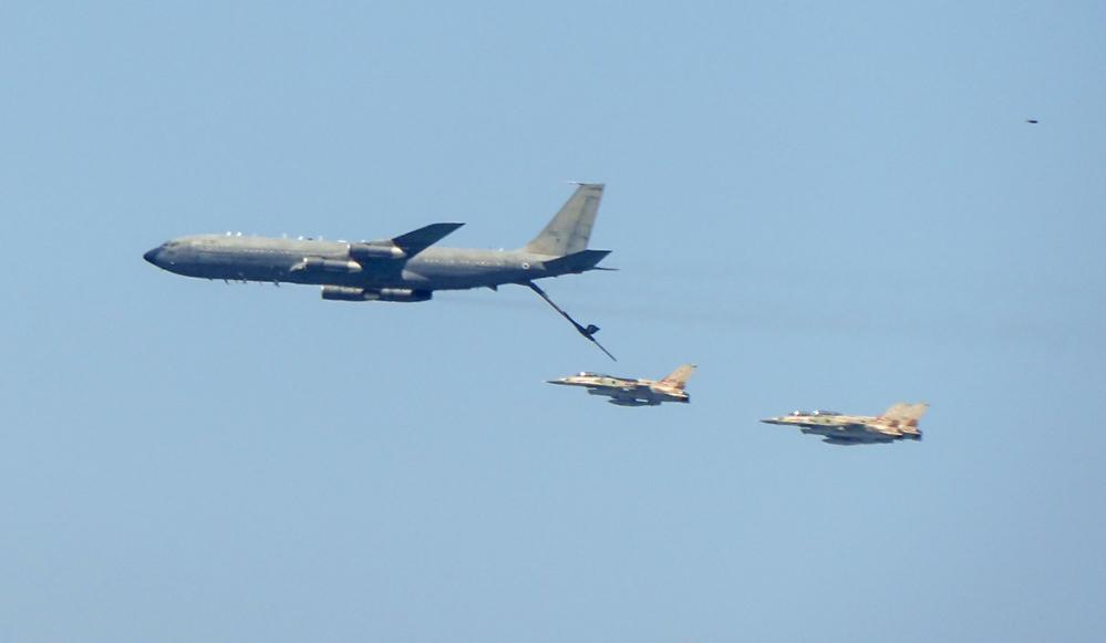 תדלוק אווירי של מטוסי קרב - מטס חיל אויר חיפה (צילום: עמית ראב)