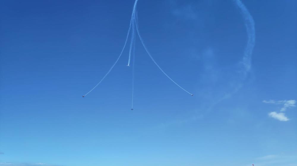 מטס חיל האוויר - מטס אירובטי של העפרוני (מטוס הדרכה) - מבט מחוף דדו (צילום: יובל לייקין)