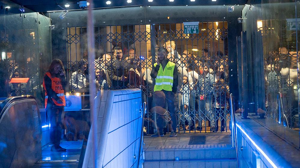 עומס יתר בכרמלית - ערב יום העצמאות בחיפה (צילום: ירון כרמי)