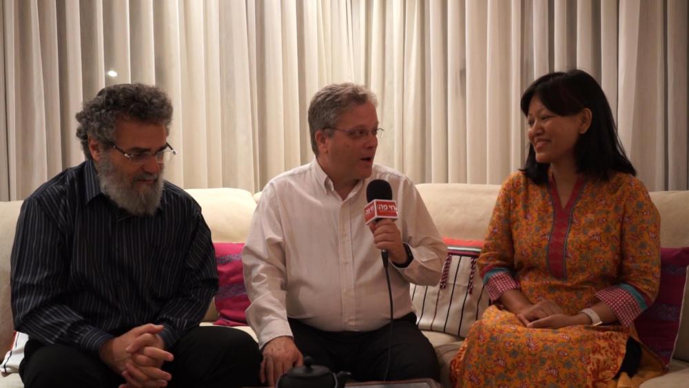 מואה פוי - נספחת התרבות של הודו, ארז ישכרוב ודובי חיון (צילום: ירון כרמי)