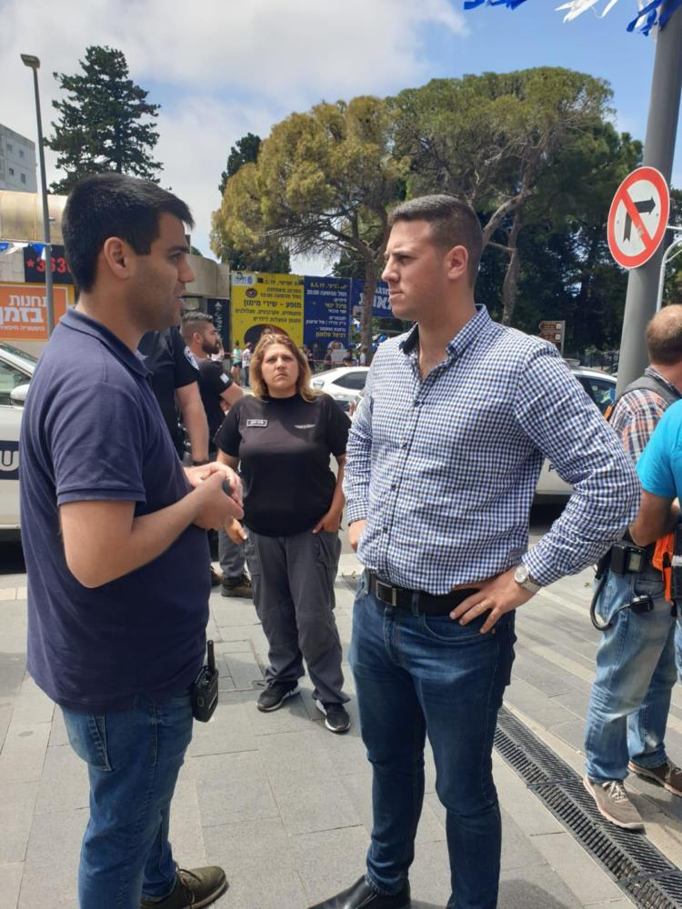 סגן ראש העיר חיפה, דוד עציוני, הגיע לזירת ניסיון החיסול במרכז הכרמל