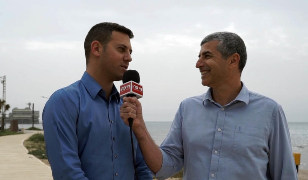 """עו""""ד דוד עציוני, סגן ראש עיריית חיפה וירון כרמי, עורך חי פה"""