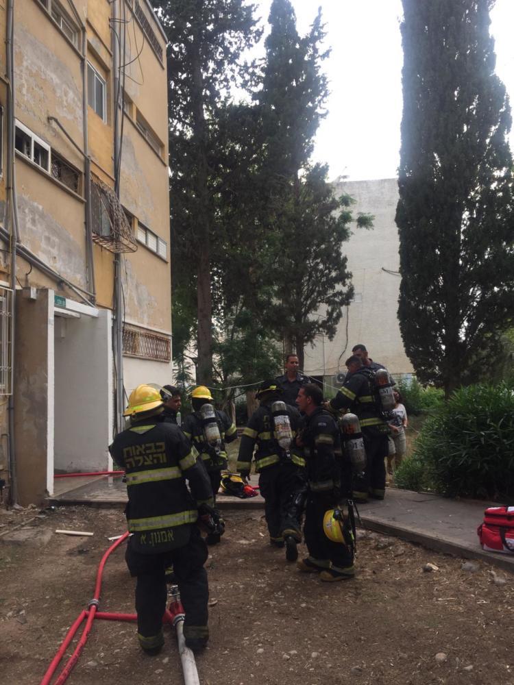 שריפה בדירת מגורים ברחוב נתן אלבז בטירת כרמל (צילום: איחוד הצלה כרמל)