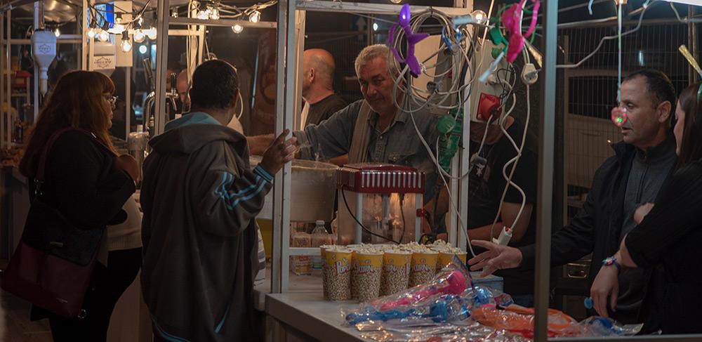דוכני המזון בעיר התחתית (צילום: ירון כרמי)