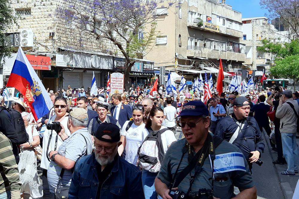 """מצעד הוטרנים בחיפה • אלפים צעדו במצעד מרשים וססגוני לציון """"יום הניצחון ה-74 על הנאצים"""" (צילום: אדיר יזירף)"""