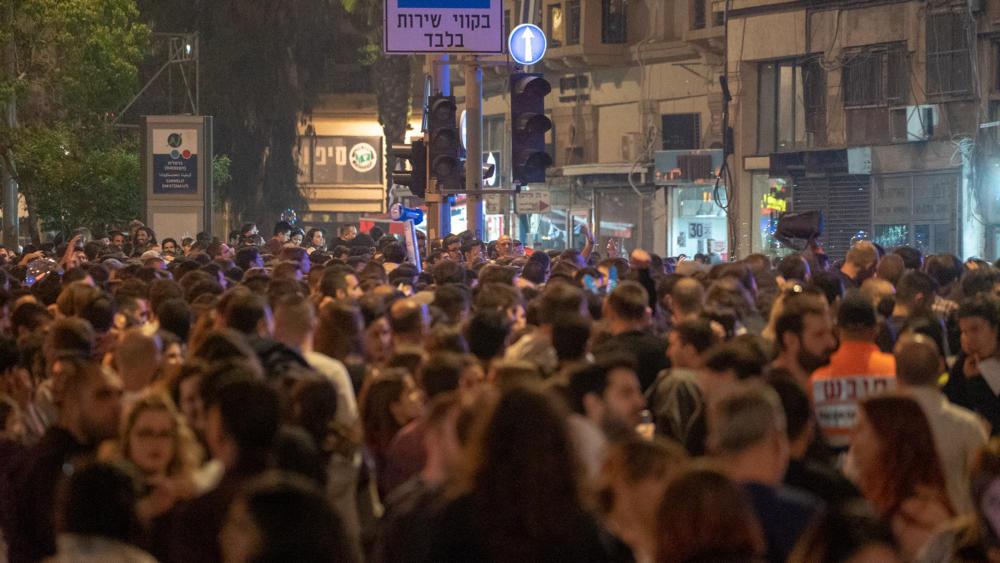קהל עצום בעיר התחתית בחיפה - יום העצמאות (צילום: ירון כרמי)