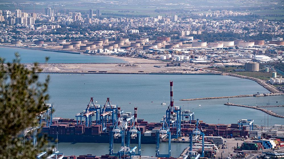 """נמל המפרץ מיכלי תש""""ן נמל חיפה (צילום: ירון כרמי)"""