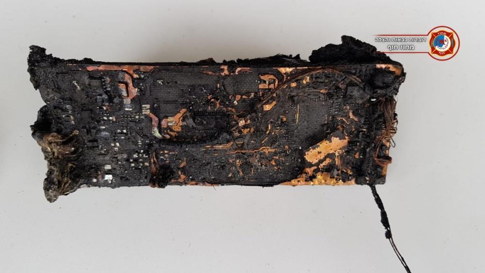 """טלפון סלולארי גרם לשריפה צילום: דוברות כב""""ה מחוז חוף)"""