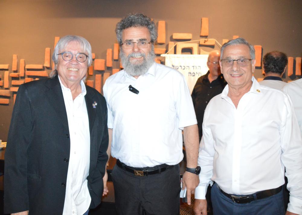 אות עמית פול האריס-רוטרי הוד הכרמל חיפה - שלמה טל, הרב דב חיון וחיים גרשון.