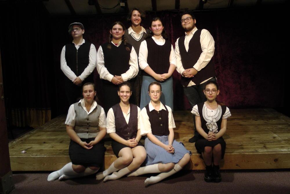 """קבוצת הפקת הנוער של תיאטרון הסטודיו מציגים:""""בעל זבוב"""""""