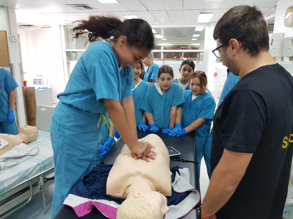 """סדנת החייאה במעבדה בבית חולים רמב""""ם בחיפה (צילום: נתנאל אייזיק)"""
