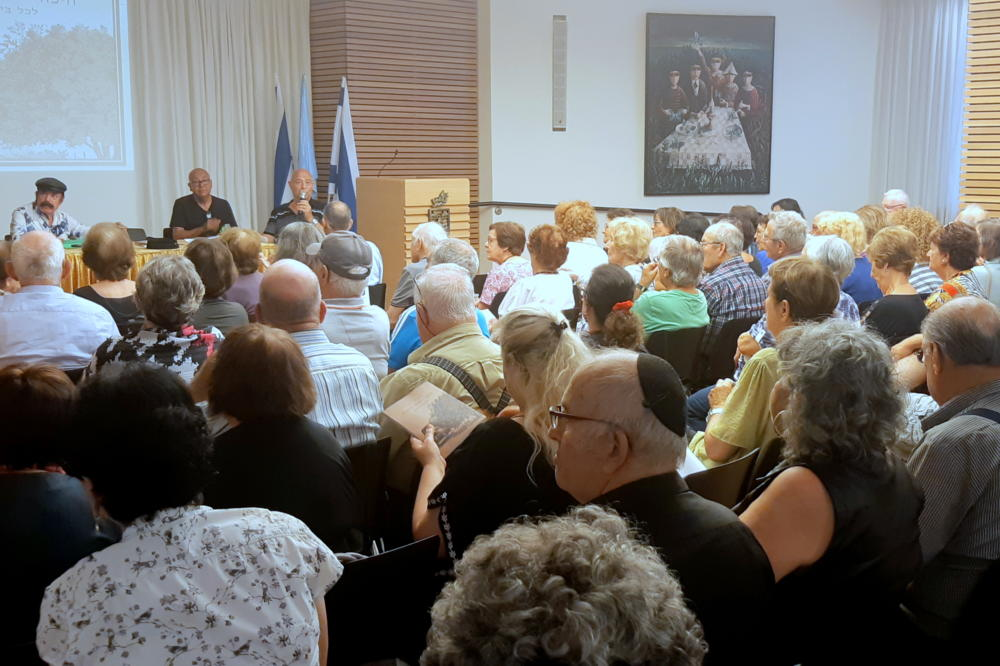 קהל רב שהגיע להשקת הספר באולם הכנסים בעיריית חיפה (צלם: אדיר יזירף, לאתר חי פה)