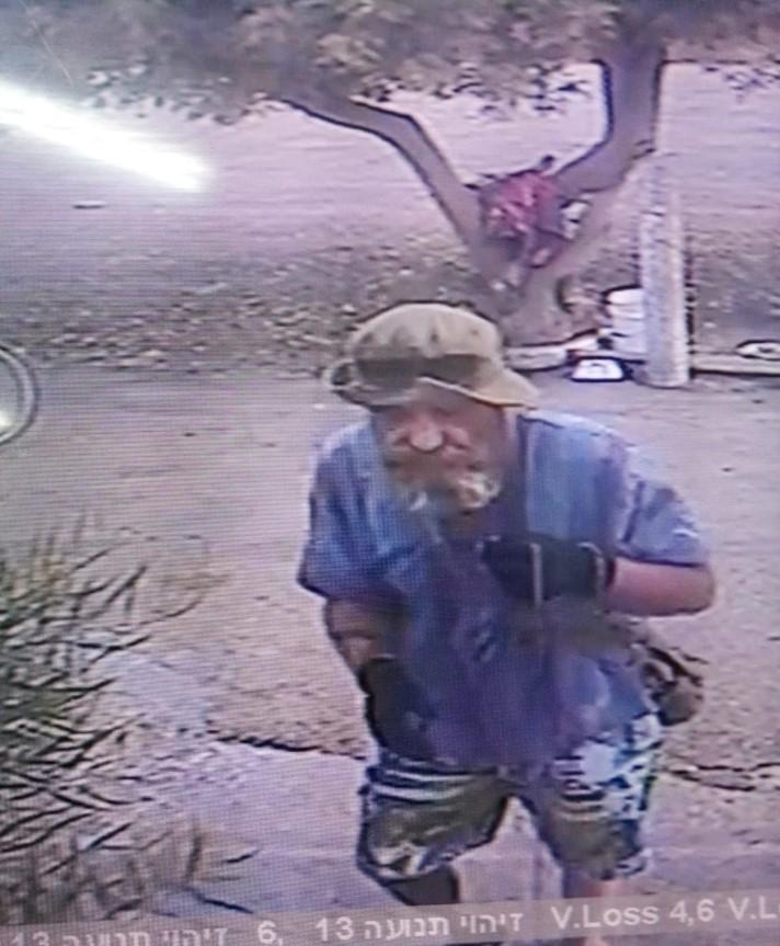 האיש שגנב את קרמבו מתועד במצלמת האבטחה