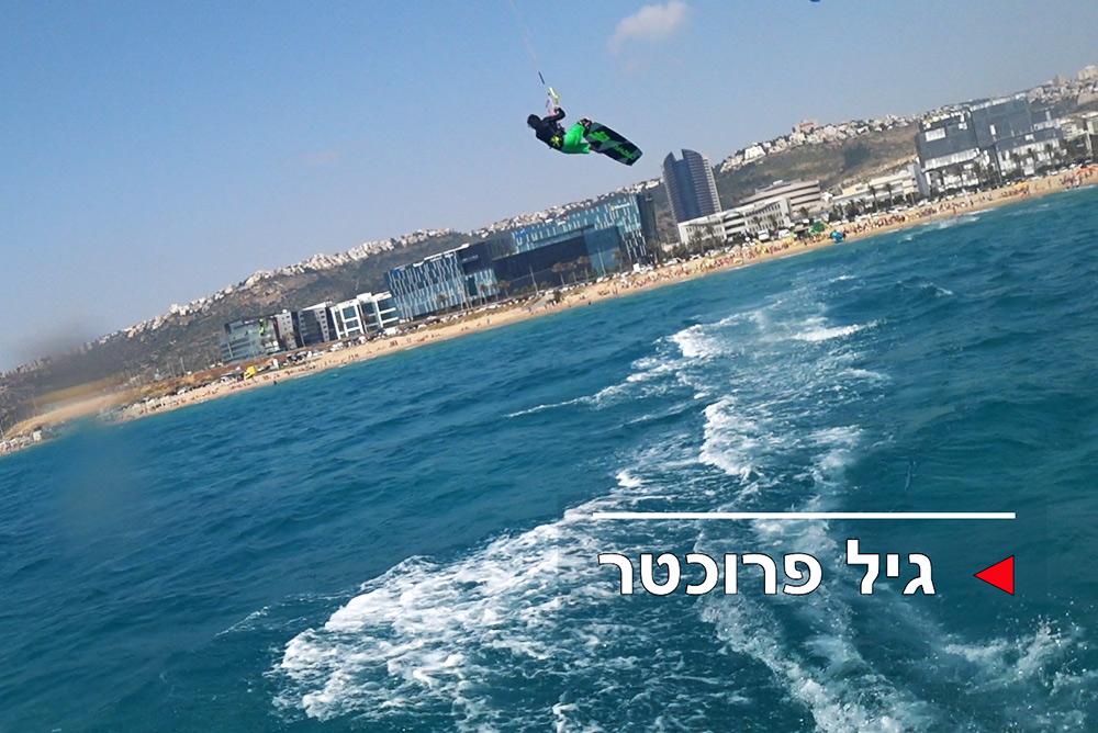 קייטסרפינג: גולשי חיפה ביום שיא ברוח דרומית של 20 קשרים בחוף הסטודנטים (צילום: ירון כרמי)