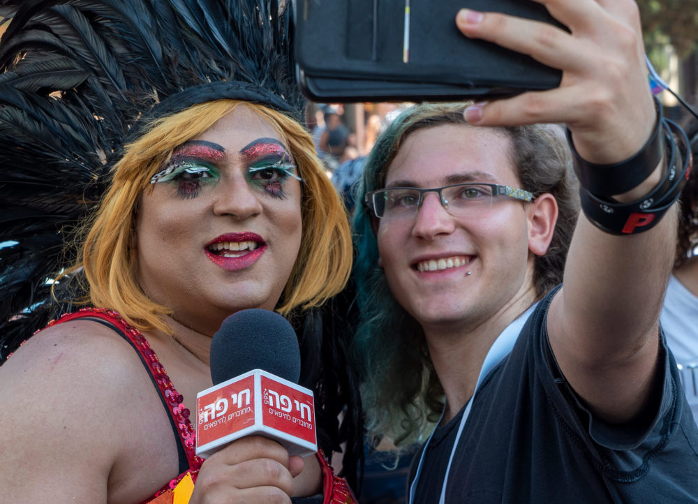 מיס דובדבן במצעד הגאווה בחיפה (צילום: ירון כרמי)