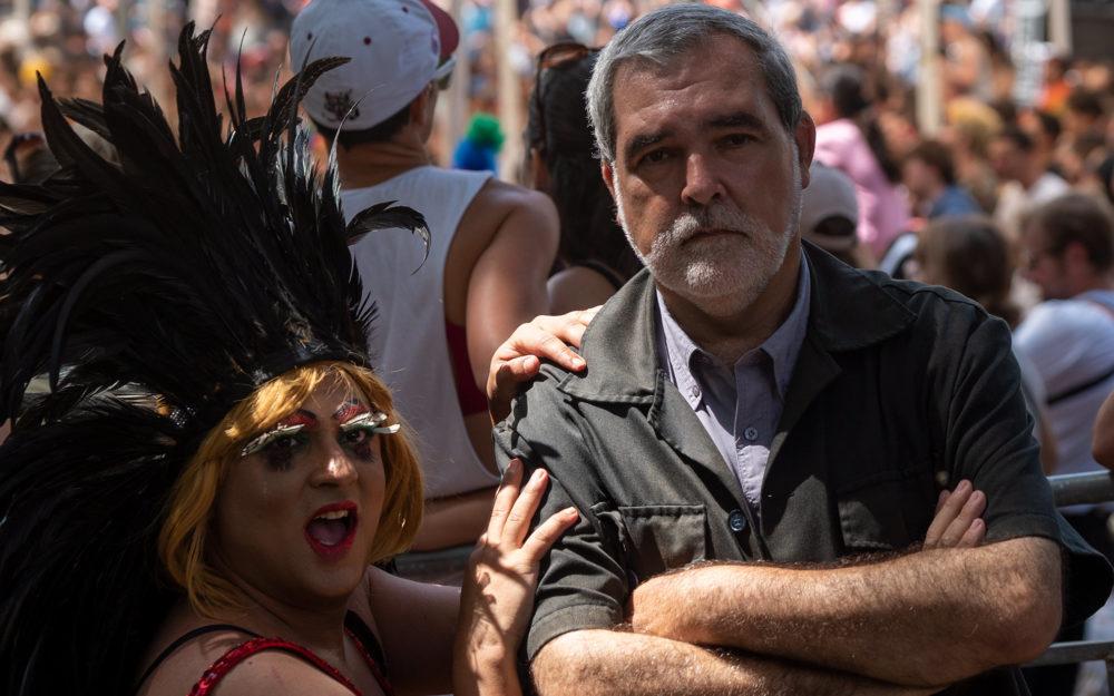 איש האבטחה ראובן פריזי, ומיס דובדבן - מצעד הגאווה בחיפה (צילום: ירון כרמי)