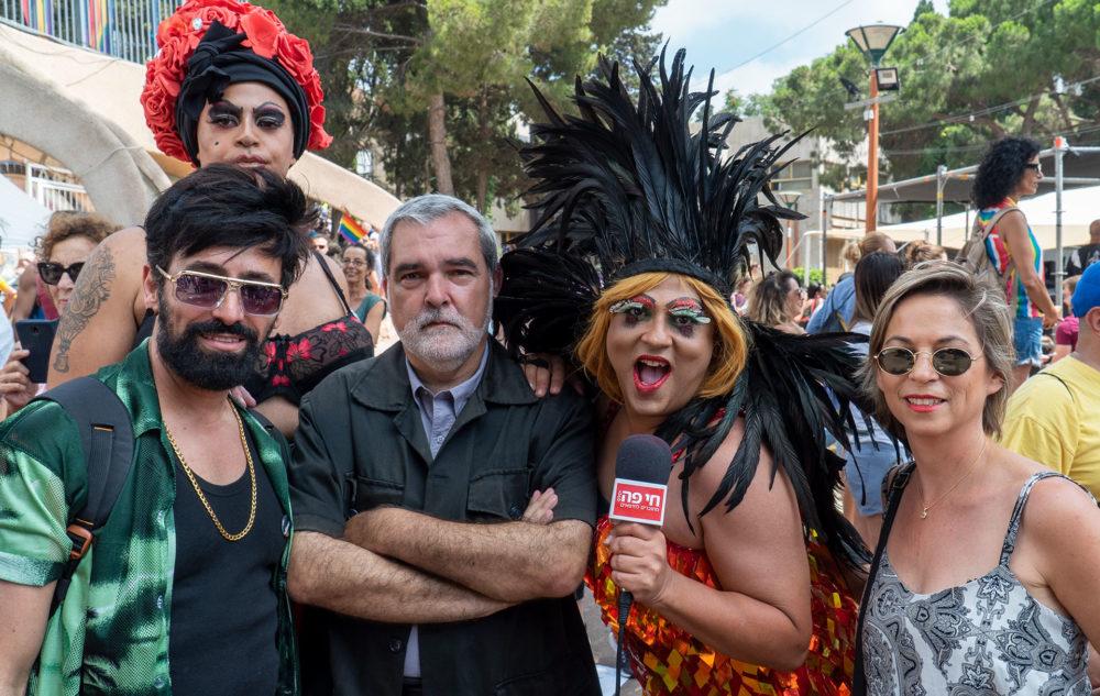 נגה כרמי, דודו אדרעי (מיס דובדבן), איש האבטחה ראובן פריזי ויגאל מורלי - מצעד הגאווה בחיפה (צילום: ירון כרמי)