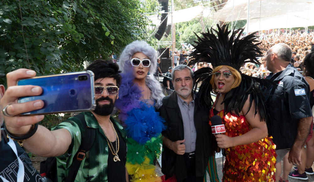 מיס דובדבן, איש האבטחה ראובן פריזי, זוהרה פלאטינום ויגאל מורלי - מצעד הגאווה בחיפה (צילום: ירון כרמי)