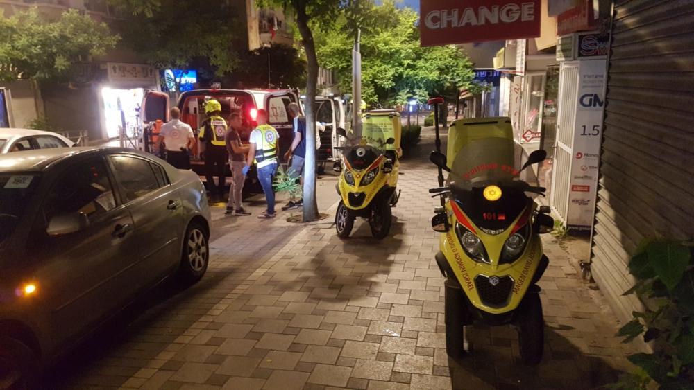 """דקירה ברחוב הרצל בחיפה (צילום: מד""""א)"""
