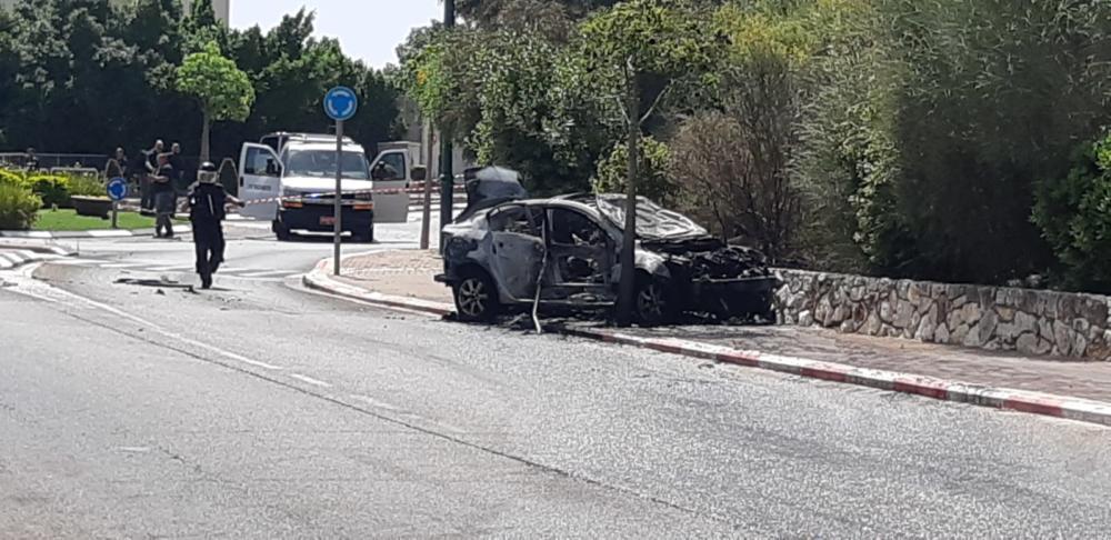 רכב התפוצץ בנשר (צילום: דוברות המשטרה)