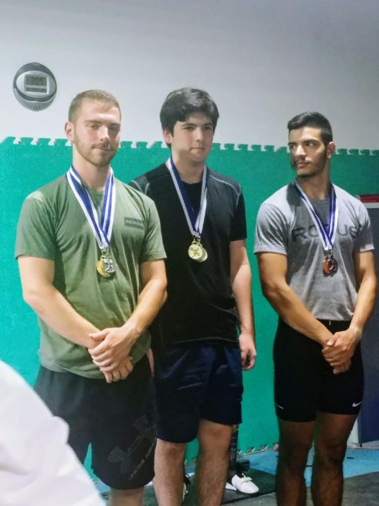 קבוצת הבנים של קרוספיט חיפה שזכתה באליפות הארץ בהרמת משקולות (צילום: אוקסנה זולטריוב)
