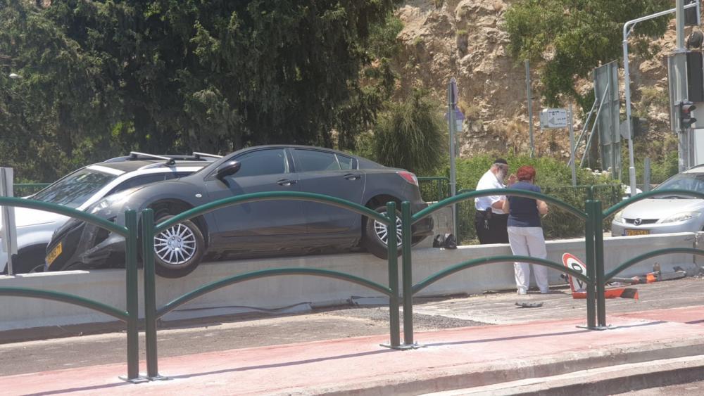 תאונה ברחוב מעונות גאולה בחיפה (צילום : דודי מלבוים)