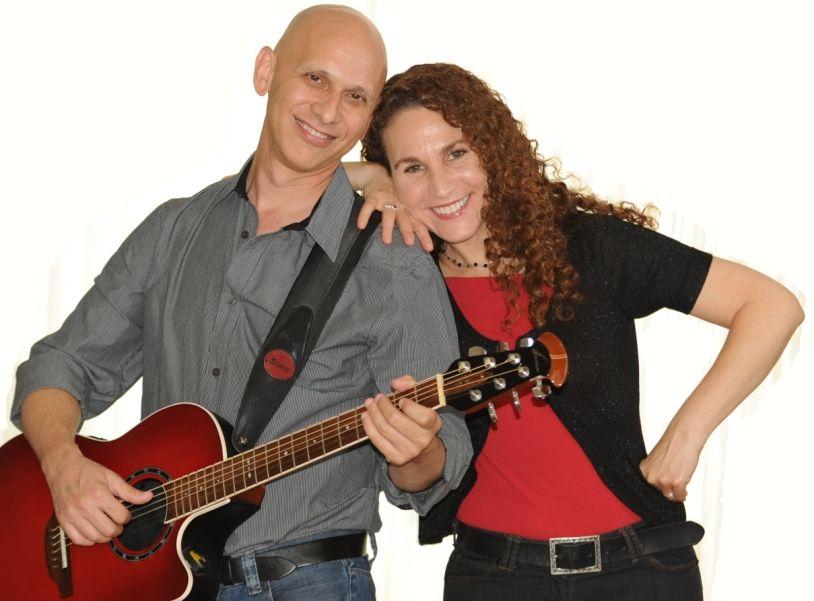 לארי ומינדי בשירים משנות ה-60 וה-70 בתאטרון הסטודיו בחיפה