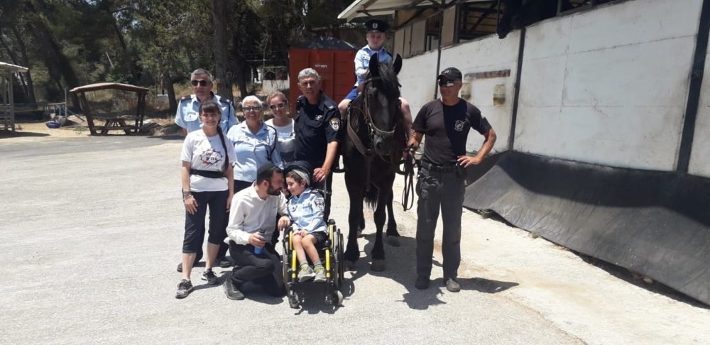 ניידת המשאלות (צילום משטרת ישראל)