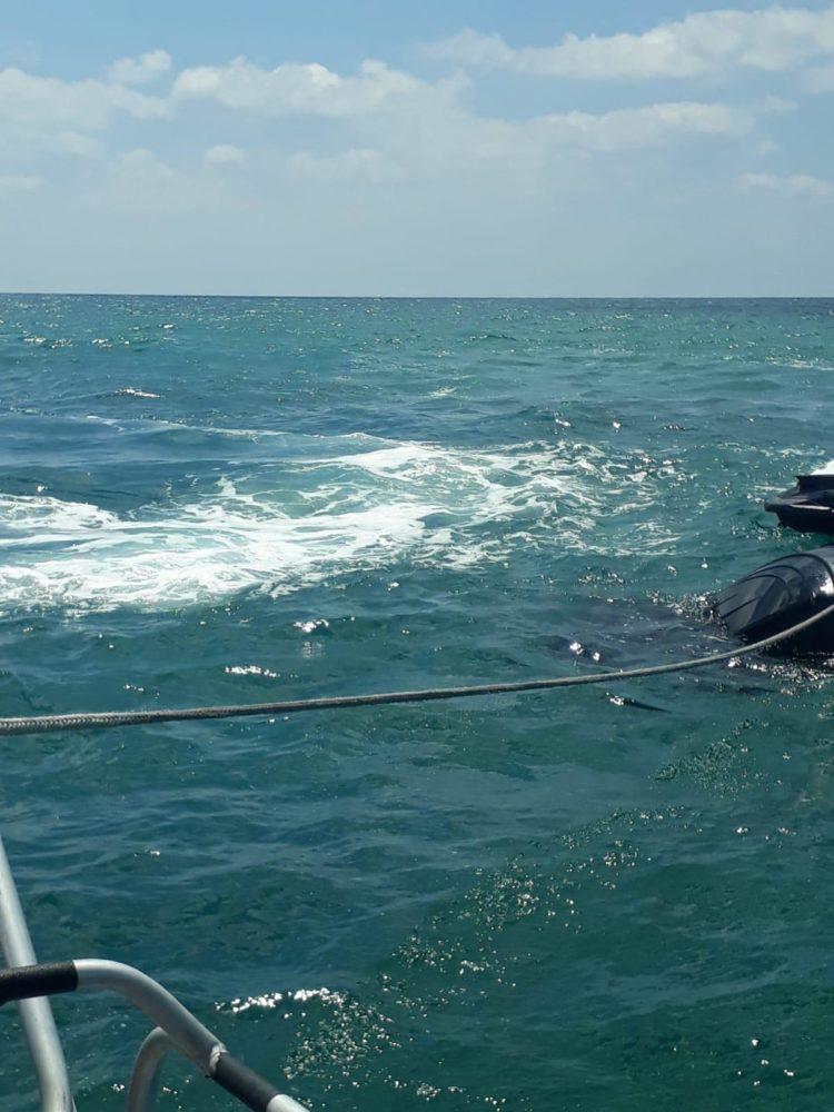 חילוץ אופנוע ים מלב ים (צילום: דוברות המשטרה)