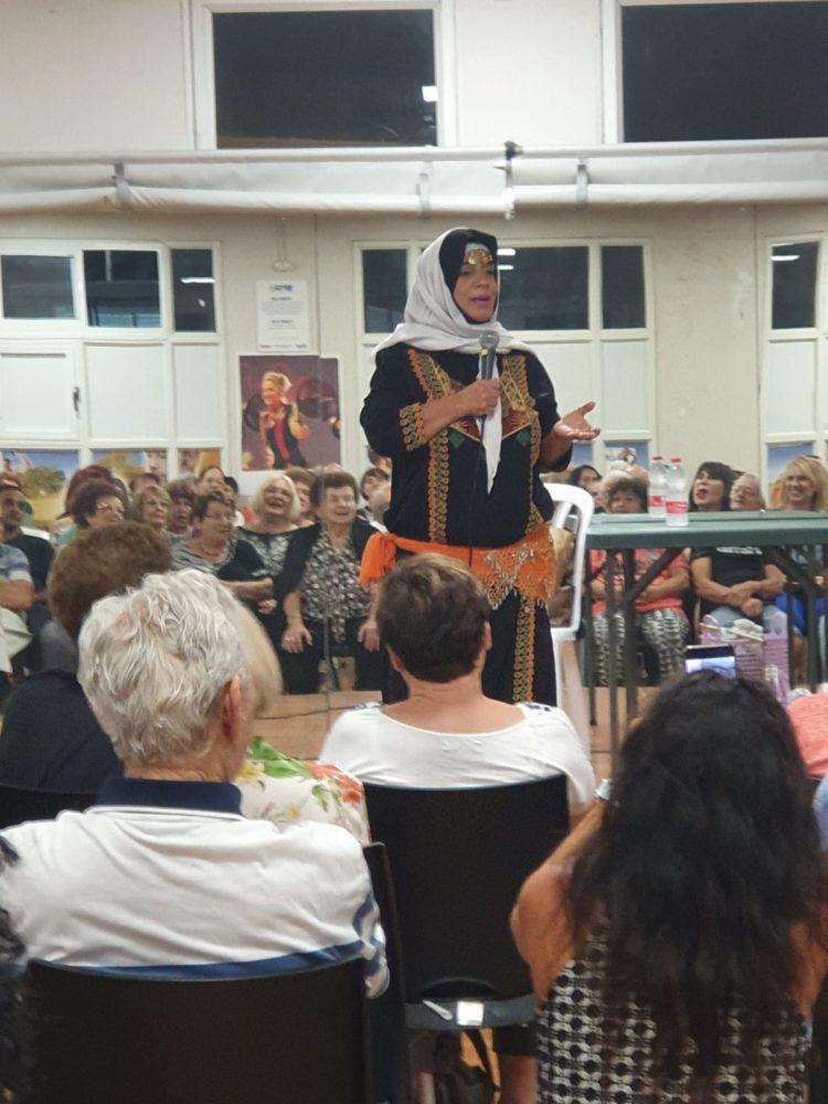 פאטמה ורדי, הסטנדאפיסטית הבדואית הראשונה, הופיעה בספורטן בחיפה (צילום: זאזא כהן)