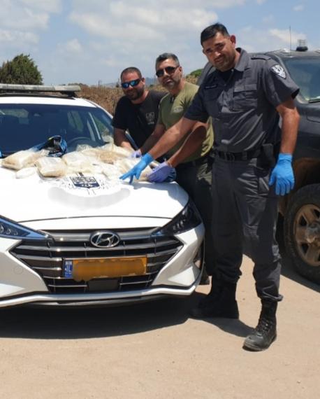 שק חשיש נוסף נפלט לחופי חיפה (צילום: משטרת ישראל)