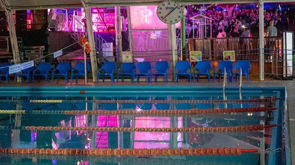 בריכת השחייה - מסיבת ענק בהופעה של אתניקס בספורטן חיפה 6/7/2019 (צילום: ירון כרמי)