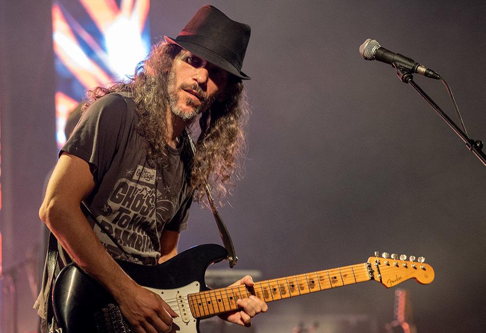 גיטריסט להקת אתניקס - מסיבת ענק בהופעה של אתניקס בספורטן חיפה 6/7/2019 (צילום: ירון כרמי)