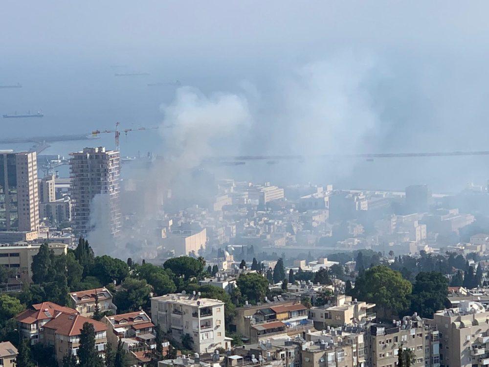 שרפה במדעטק - רחוב בלפור אפוף עשן (צילום: ורד פרן)